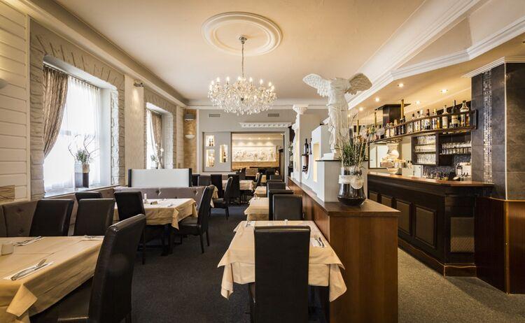 Restaurant Delphi Bar Innen